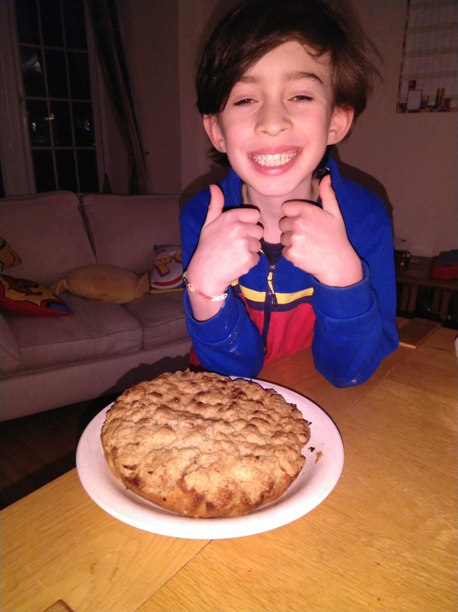 Daniel made a Apple Crumble Cake today. It was super tasty!